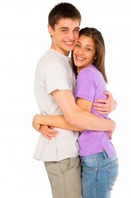 teen-couple-hugging