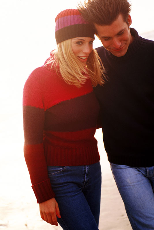 couple-walking-sweaters