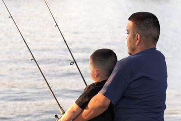 hisp-dad-son-fishing