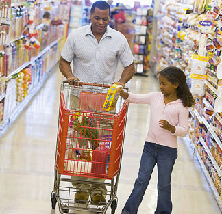 aa-dad-school-age-daughter-grocery-shopping
