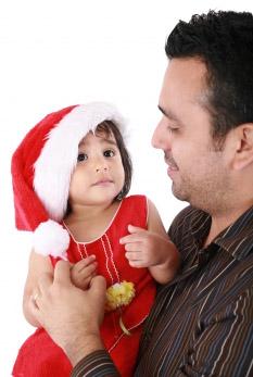 hisp-dad-holding-preschool-daughter-christmas.