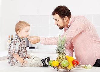 dad-feeding-preschool-son-kitchen